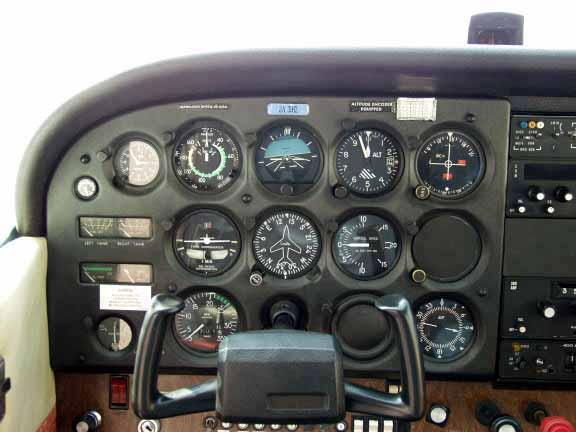 小型飞机驾驶室!