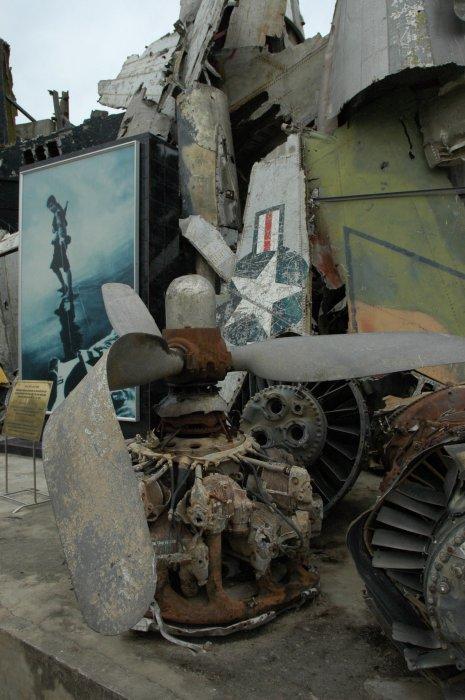 军事资讯_一堆战争垃圾 - 军事贴图 - 华声论坛
